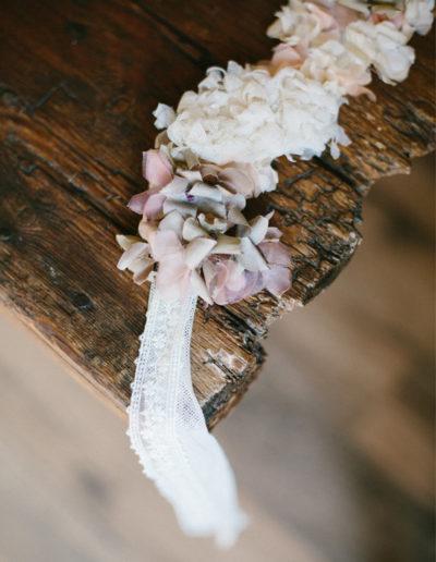 Banda de tul con flores de seda y tul.