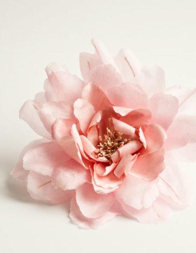 Peonia de seda rosa claro.