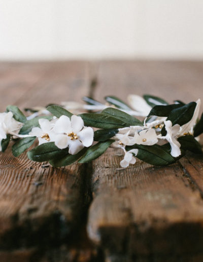 Corona con hojas de olivo.