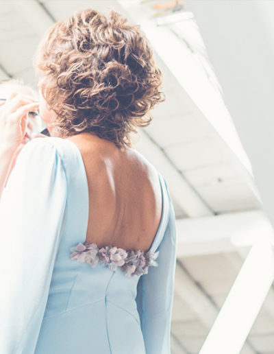 Espalda con hortensias de seda. Foto: Elena Bau