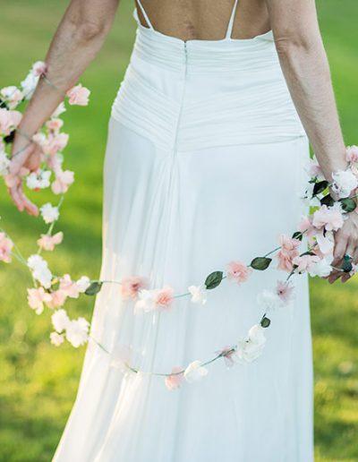 Guirnalda de flores de seda. Foto: Studio Pensiero