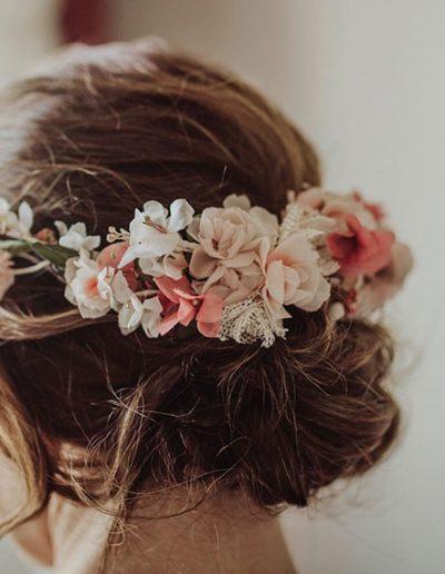 Detalles corona de pequeñas flores de seda. Foto: HUMà06