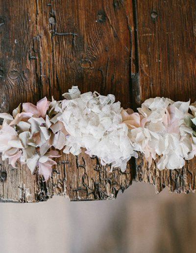Banda de tul con flores de seda y tul - 2.